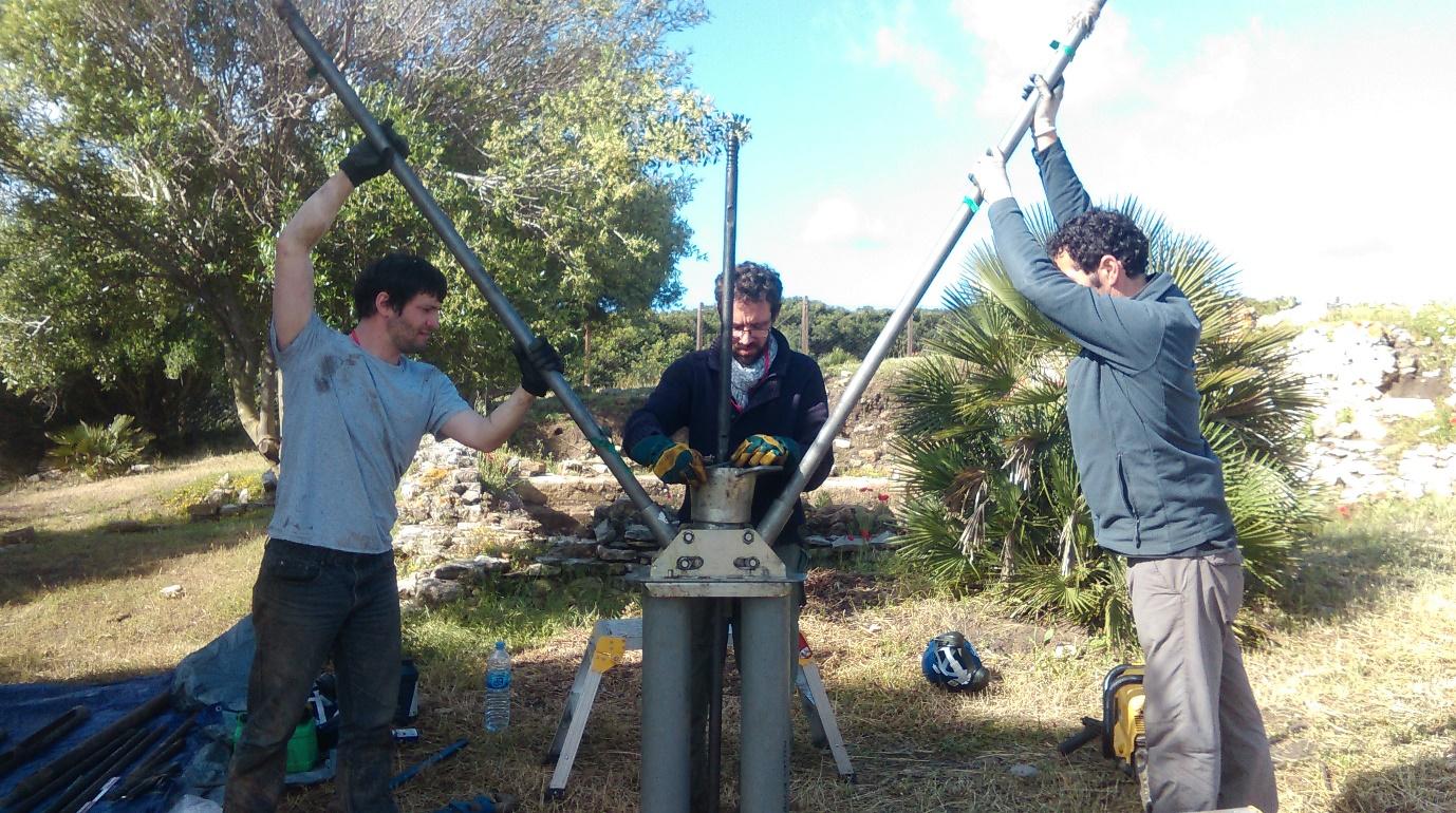 Raising the auger head of the Cobra percussion corer close to the bathhouse (photo: K. Strutt)